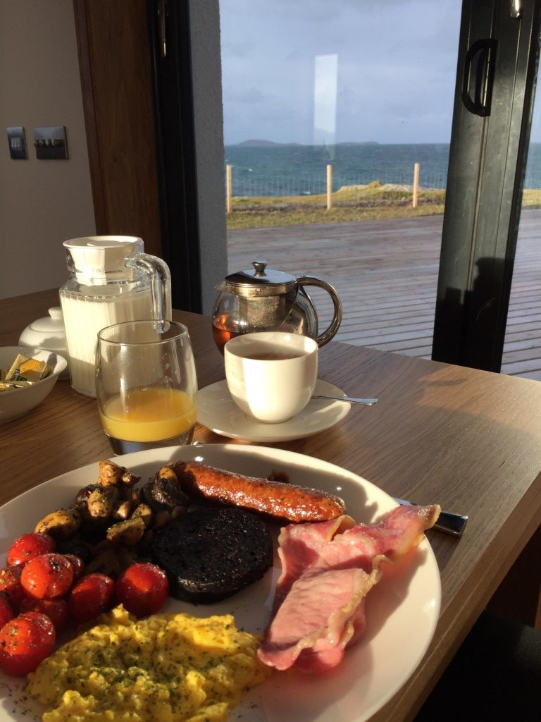 Blick vom Frühstück zur Küste von Eriskay