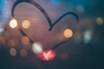 Herz in angelaufener Scheibe